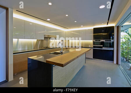Modern minimalist kitchen of a house in Cove Way, Sentosa, Singapore designed by Robert Greg Shand Architects - Stock Photo