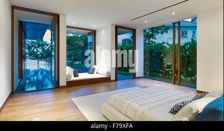 Interior of a house in Cove Way, Sentosa, Singapore designed by Robert Greg Shand Architects. Recessed day bed in - Stock Photo