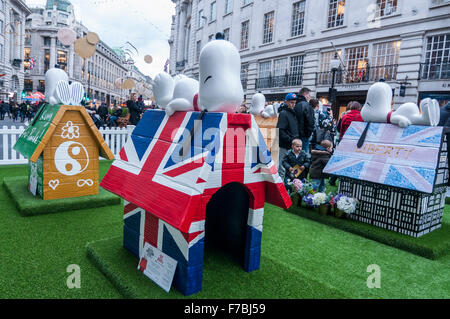 London, UK.  28 November 2015.  A display of painted Snoopy kennels on display as hundreds of people gather in Regent - Stock Photo