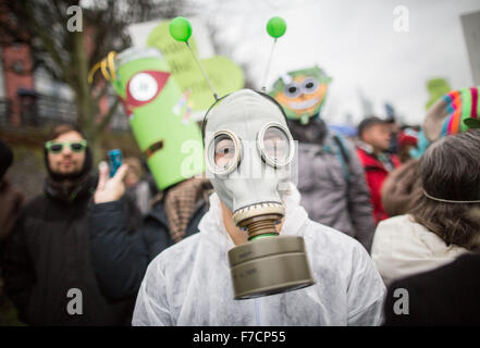 Frankfurt, Germany. 29th Nov, 2015. A woman wears a gas mask during a rally of climate activists ahead of the United - Stock Photo