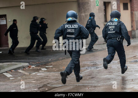 Berlin, Germany. 29th Nov, 2015. Police officers run at the former Tempelhof airport in Berlin, Germany, 29 November - Stock Photo