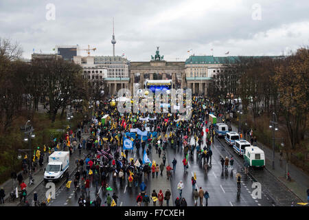 Berlin, Germany. 29th Nov, 2015. Demonstrators have gathered for the Global Climate March at the Brandenburg Gate, - Stock Photo
