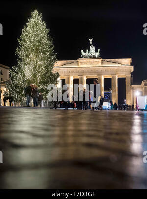 Berlin, Germany. 29th Nov, 2015. The lights on the Christmas tree are lit at Paris Square in Berlin, Germany, 29 - Stock Photo