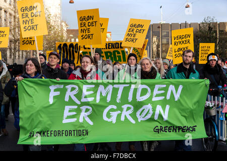 Copenhagen, Denmark, November 29th, 2915. Demonstrators in support of a strong COP21 walks through the streets of - Stock Photo