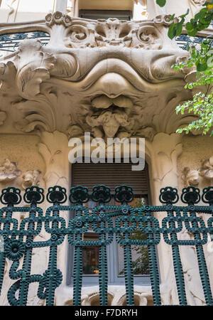 Balcony detail of The Art Nouveau Palacio Longora, architect Jose Grases Riera, built 1902-4, Calle de Fernando - Stock Photo