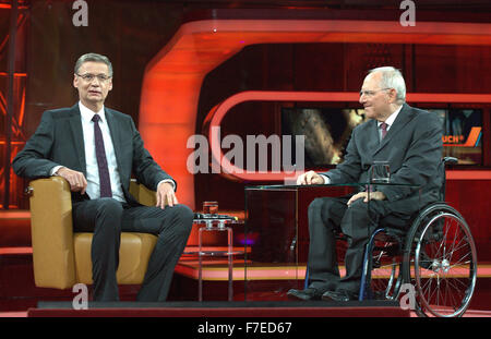 Berlin, Germany. 29th Nov, 2015. German Finance Minister Wolfgang Schaeuble and host Guenther Jauch (L) sit during - Stock Photo