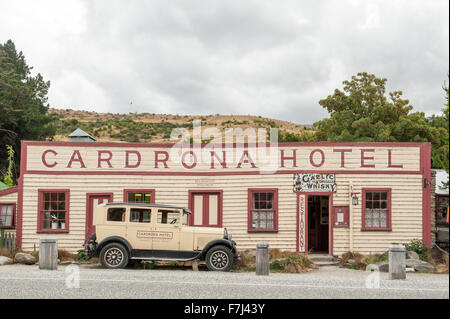 Vintage Cardrona Hotel in scenic Cardrona, Central Otago, South Island, New Zealand. - Stock Photo