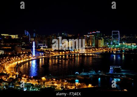 High viewpoint of the bay and the Caspain Sea at night, in Baku, capital of Azerbaijan - Stock Photo