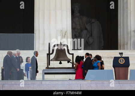 US President Barack Obama, former president Jimmy Carter and Bill Clinton watch as members of the late Dr. Martin - Stock Photo