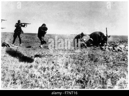 Photograph of the execution of Kiev Jews by a German army mobile killing unit. 1942 - Stock Photo