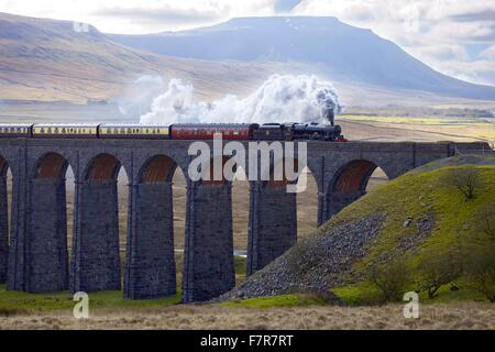 Ribblehead Viaduct. Steam train LMS Jubilee Class Leander 45690. Settle and Carlisle Railway, Yorkshire Dales National - Stock Photo