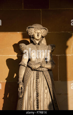 Statue of Mary, Queen of Scots in the grounds at Hardwick Hall, Derbyshire. The Hardwick Estate is made up of stunning - Stock Photo
