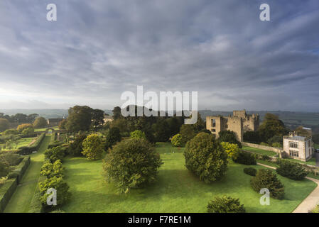 View of the estate's gardens and grounds, from the rooftops of Hardwick Hall, Derbyshire. The ruins of Hardwick - Stock Photo