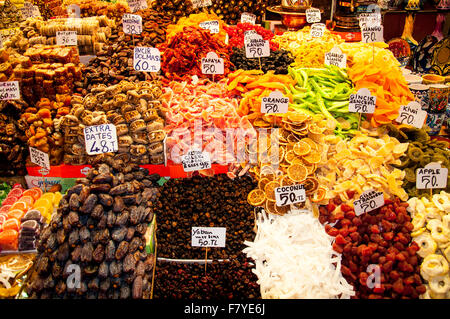 Spices in the historical Spice Bazar in Istanbul, Turkey. - Stock Photo