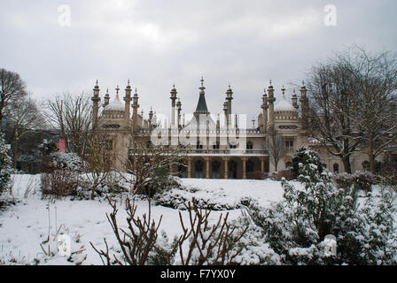 Brighton Pavilion in the snow - Stock Photo