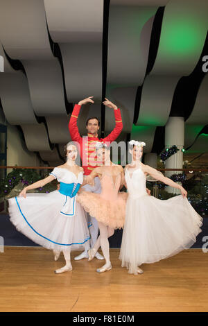 Croydon, London, United Kingdom, 3rd December 2015. L/R Anastasia Chava, Petr Borchenko, Natalia Romanova and Yuliya - Stock Photo