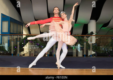 Croydon, London, United Kingdom, 3rd December 2015. L/R Petr Borchenko and Natalia Romanova from the Saint Petersburg - Stock Photo