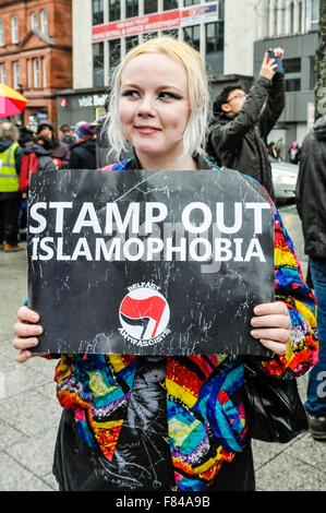 Belfast, Northern Ireland. 05 Dec 2015 - A woman holds a sign saying 'Stamp Out Islamophobia' at a pro-refugee gathering - Stock Photo