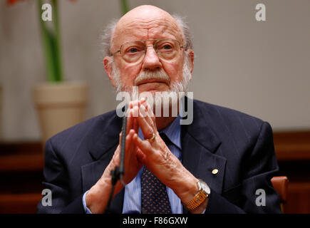 (151206) -- STOCKHOLM, Dec. 6, 2015 (Xinhua) -- The 2015 Nobel Prize laureate for Physiology or Medicine William - Stock Photo