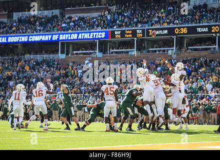 Waco, Texas, USA. 5th Dec, 2015. Baylor Bears field goal attempt during the NCAA football game between Texas vs Baylor at McLane Stadium in Waco, Texas. © csm/Alamy Live News Stock Photo