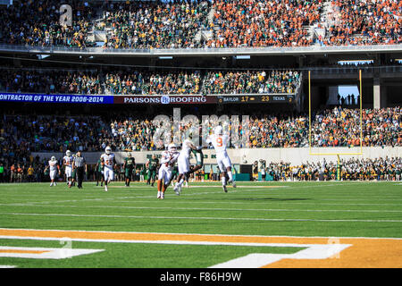 Waco, Texas, USA. 5th Dec, 2015. Baylor Bears pass attempt in the 4th quarter during the NCAA football game between Texas vs Baylor at McLane Stadium in Waco, Texas. © csm/Alamy Live News Stock Photo
