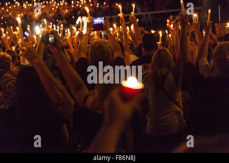 candlelit nighttime vigil during Elvis Week, Graceland, Memphis Tennessee, 15th August 2015 - Stock Photo