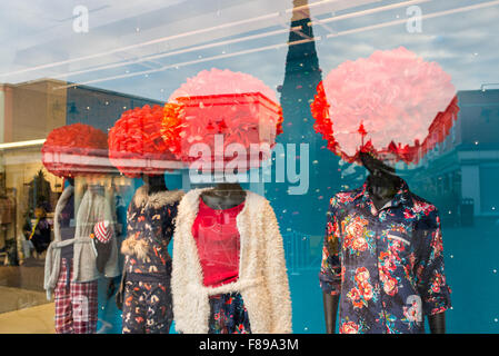 Salisbury, Wiltshire, UK. 07th Dec, 2015. Afro style hair styles in Christmas red on mannequin dummies make an eye - Stock Photo