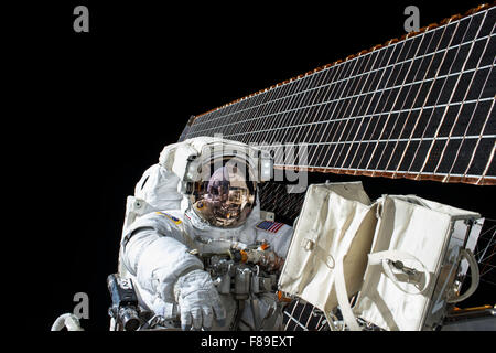 NASA astronauts Scott Kelly and Kjell Lindgren working outside the International Space Station on the 190th spacewalk - Stock Photo