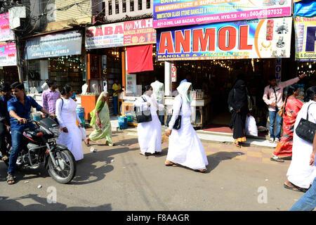 The busy Laad bazaar in hyderabad, India. - Stock Photo