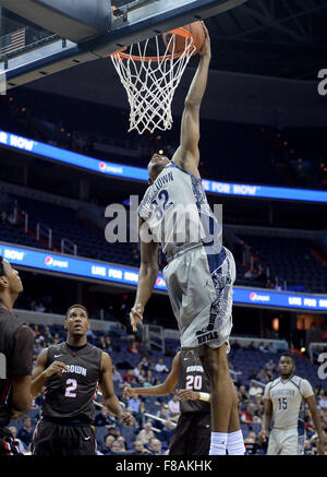 Washington, DC, USA. 7th Dec, 2015. 20151207 - Georgetown guard KALEB JOHNSON (32) dunks against Brown University - Stock Photo