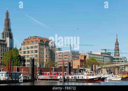 Deutschland, Hamburg, Zollkanal, Hafenrundfahrtboote - Stock Photo
