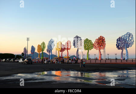 Managua, Nicaragua. 27th Nov, 2015. Colourful tree-shaped sculptures seen on the El Malecon promenade at sunset - Stock Photo