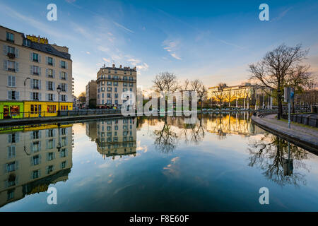 Buildings reflecting in Canal Saint-Martin, in Paris, France. - Stock Photo