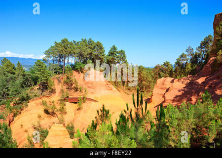 Les Ocres du Roussillon, ochrers red rock formation footpath. Luberon Natural Regional Park, Provence Cote Azur, - Stock Photo