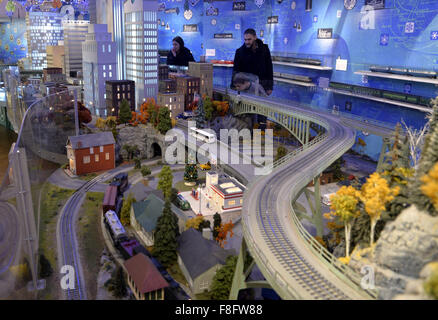 New York, USA. 9th Dec, 2015. Visitors watch a model railroad presented during the Holiday Train Show at Grand Central - Stock Photo