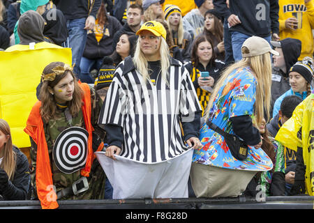Iowa City, Iowa, USA. 31st Oct, 2015. Fans wait for the start of the Iowa Hawkeyes and the Maryland Terrapins at - Stock Photo