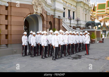 Thailand - Bangkok, guards in front of the Royal Palace - Stock Photo