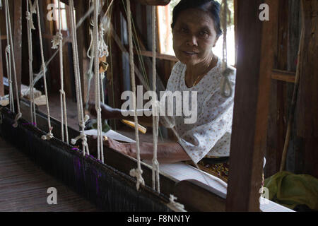 Myanmar hand-loom woman.The Padaung people are one of the many minority tribes in Myanmar. Padaung women are known - Stock Photo