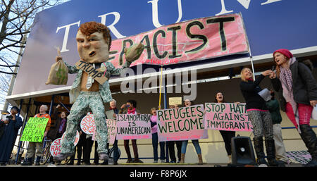 Washington, DC, USA. 10th Dec, 2015. Members of the anti-war group Code Pink protest against U.S. Republican presidential - Stock Photo
