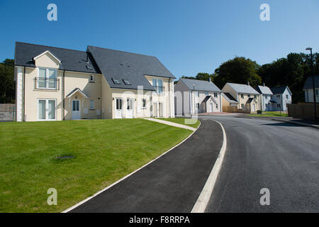 New 'executive' style detached and semi-detached houses on a suburban private housing estate development on the - Stock Photo