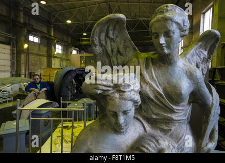 St.Petersburg, Russia. 16th Nov, 2015. Angel statues at a Mariinsky Theatre workshop. © Ruslan Shamukov/TASS/Alamy - Stock Photo