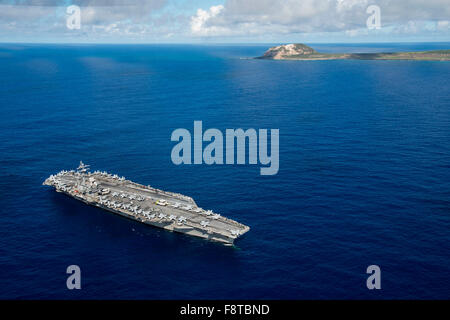The Nimitz-class aircraft carrier USS Ronald Reagan - Stock Photo