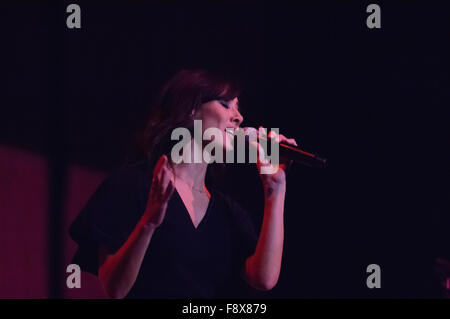 Liverpool, UK. 11th December 2015. Australian singer, Natalie Imbruglia, performs as support for Simply Red on their - Stock Photo