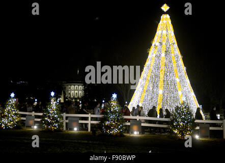 Washington, DC, USA. 11th Dec, 2015. 20151211 - The White House Christmas Tree is seen during the evening in Washington. - Stock Photo
