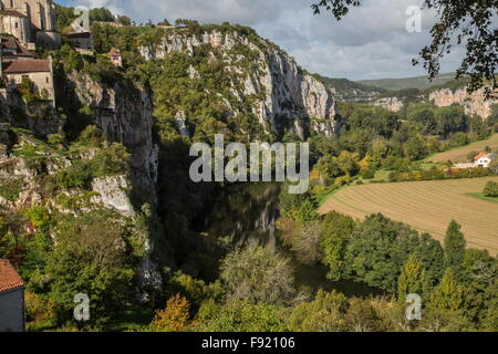 The old cliffside village of Saint-Cirq-Lapopie, above the river Lot. France. - Stock Photo