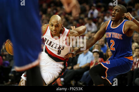 Portland, Oregon, USA. 12th December, 2015. GERALD HENDERSON (9) drives to the hoop. The Portland Trailblazers hosted - Stock Photo