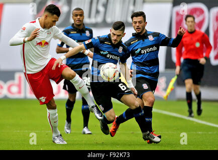 Leipzig, Germany. 13th Dec, 2015. Leipzig's Davie Selke (L) and Frankfurt's Fanol Perdedaj (C) and Besar Halimi - Stock Photo