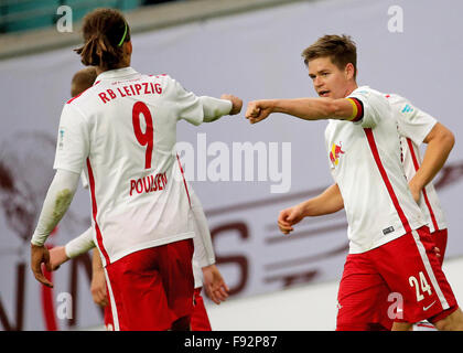 Leipzig, Germany. 13th Dec, 2015. Leipzig's Yussuf Poulsen (L) and Dominik Kaiser cheer after a 3-0 goal at the - Stock Photo