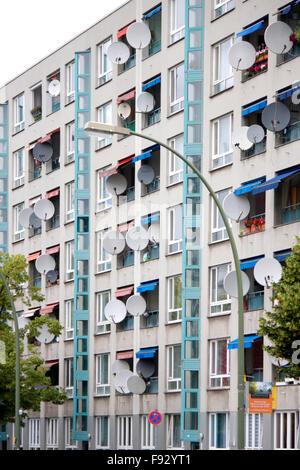 Satelittenschuesseln an Mietshaus, Berlin-Wedding. - Stock Photo