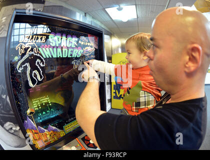 New York, USA. 12th Dec, 2015. DANNY TORRES holds his 19-month-old son MATEO TORRES, from Lindenhurst, as they point - Stock Photo